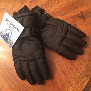 Youth ski gloves NWT
